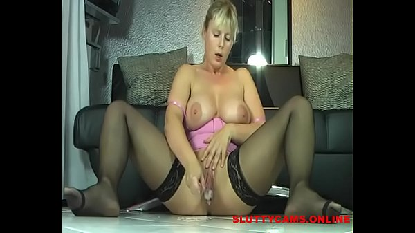 Squirting mom