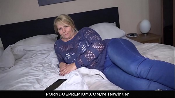 Swinger, Mature blond